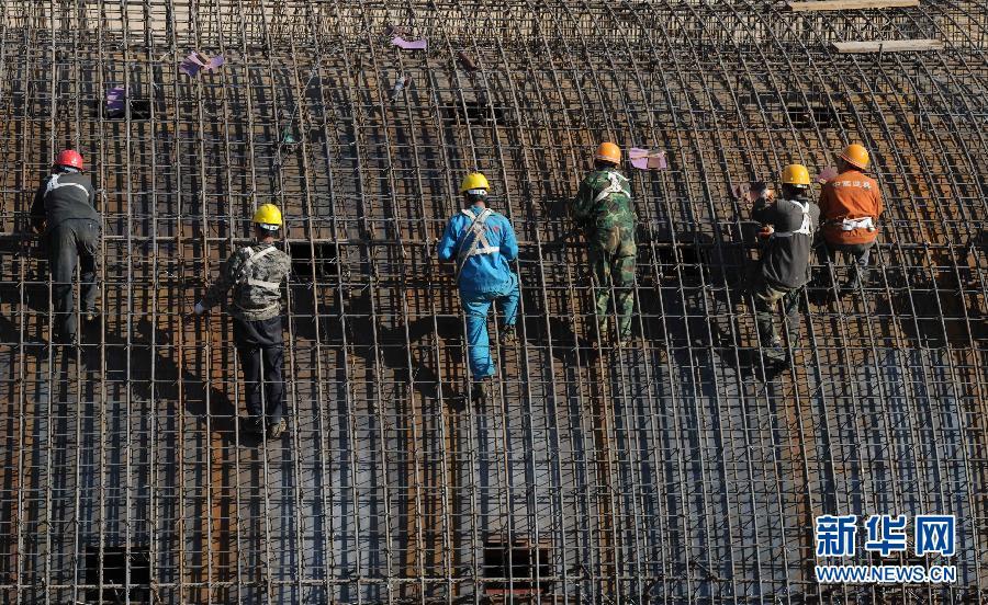京北坝上草原高速公路紧张施工