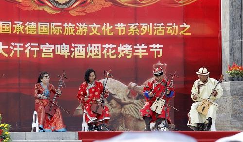 大汗行宫景区举办烟花啤酒烤羊节