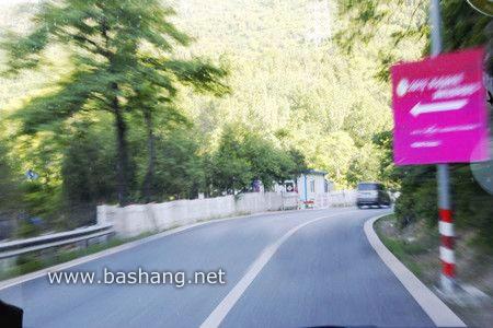 山区的路也很好走,弯多,注意慢行.jpg